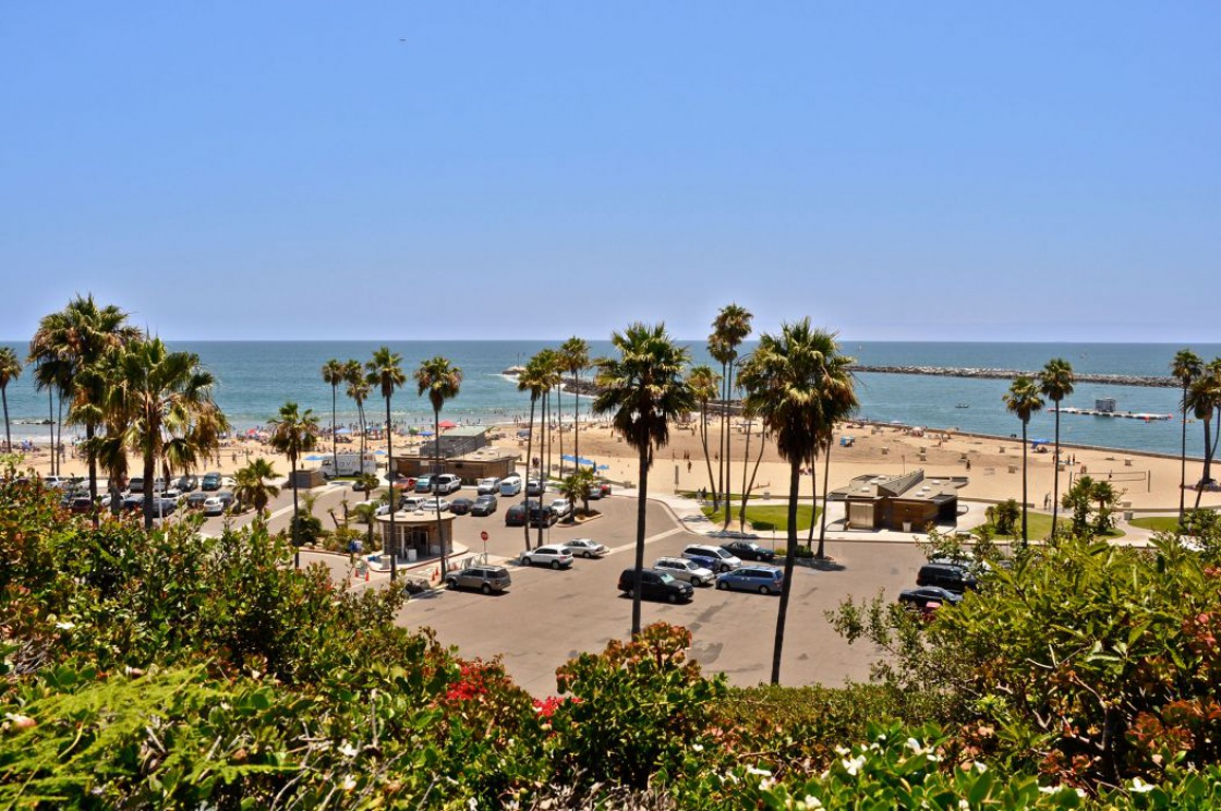 3700 5th Avenue , Corona del Mar CA: