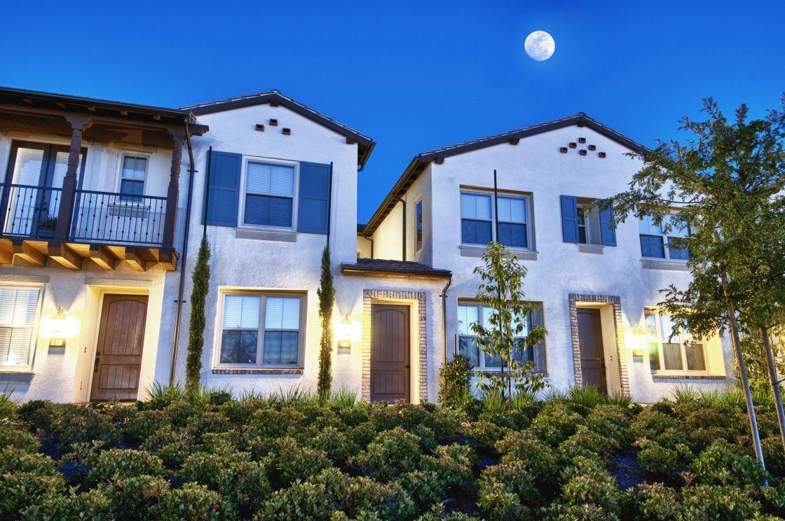 52 Ovation , Irvine CA: