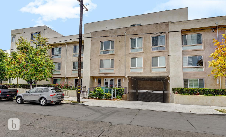 10878 Bloomfield St , Toluca Lake  CA: