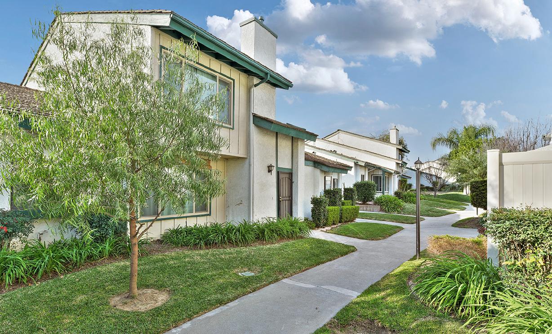976 E La Habra Boulevard, La Habra CA: