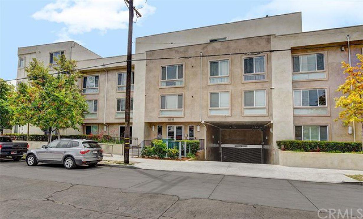 10878 Bloomfield Street, Toluca Lake CA: