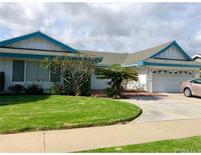 215 W Greenway Avenue, Orange, CA 92865