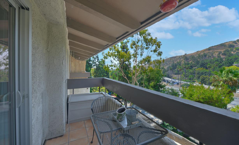 2700 Cahuenga E Boulevard, Los Angeles CA: